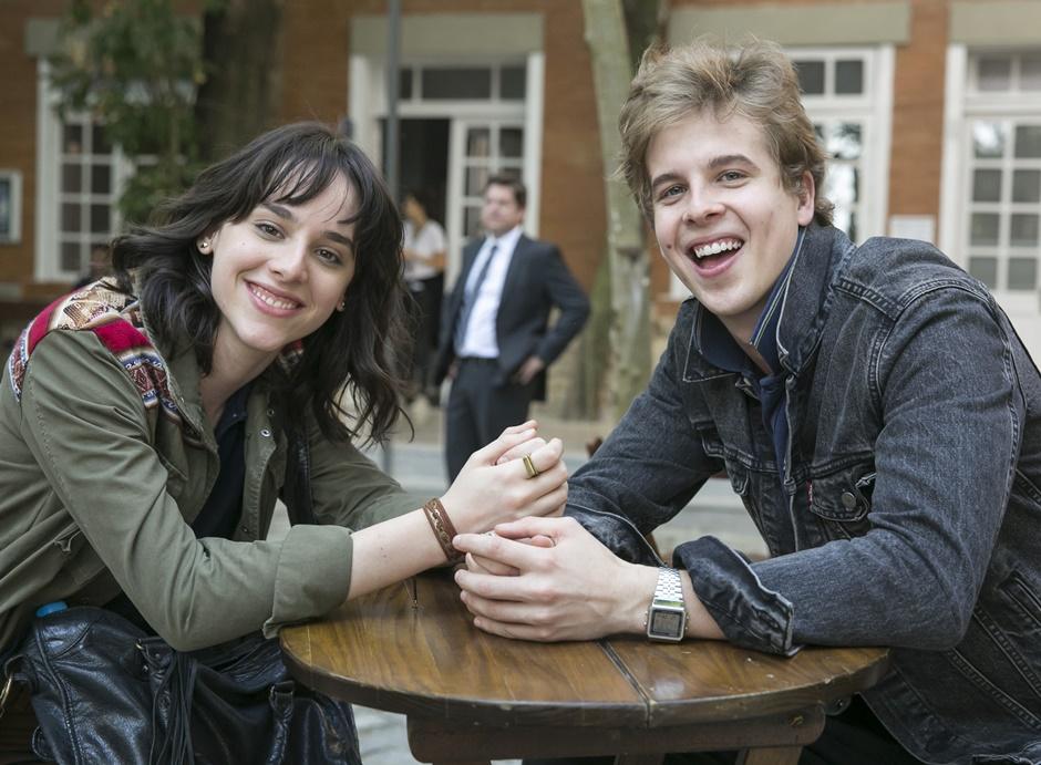 Lica ( Manoela Aliperti ) e MB ( Vinicius Wester ).