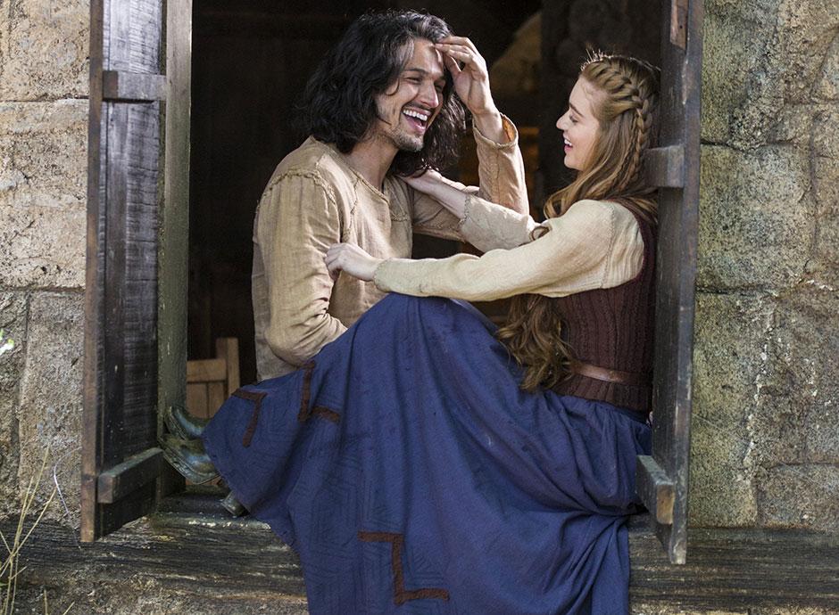 Amália (Marina Ruy Barbosa) e Afonso (Rômulo Estrela) (Foto: Globo/Marília Cabral)